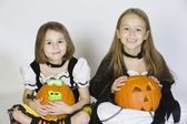 Two Girls Dressed In Halloween Costumes Holding Jack-O-Lanterns — 图库照片