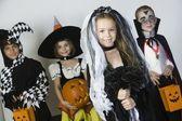 Cadılar bayramı kostümleri bir çocuk grubu — Stok fotoğraf