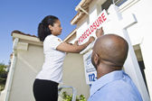 "Real Estate Agents Putting ""For Sale"" Notice Outside House — Stock Photo"