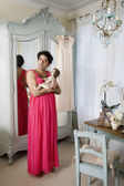 Drag queen wearing nightwear holding doll — Stok fotoğraf