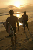 Surfers on beach — Stock Photo