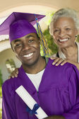 Graduado y abuela — Foto de Stock