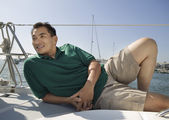 Man relaxing on sailboat — Stockfoto
