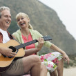 Man playing guitar with wife — Foto Stock
