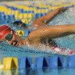 kvinna simning — Stockfoto