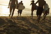 Surfers Walking on Beach — Stock Photo