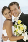 Cariñosa pareja de recién casados — Foto de Stock