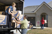 Couple unloading moving boxes — Stock Photo