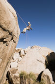 Man Rappelling on Cliff — Stock Photo