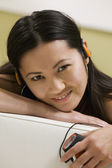 Woman Listening to MP3 Player — Foto Stock