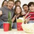 Friends watching TV and celebrating — Stockfoto