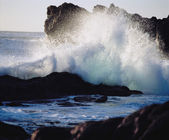 Waves Crashing on the Rocks — Stock Photo