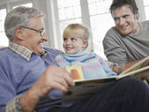Grandfather Reading to Granddaughter — Stock Photo