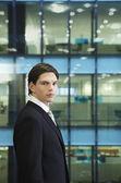 Zakenman permanent in office — Stockfoto