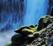 Mossy Rocks before Waterfall — Stock Photo