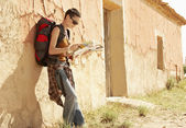 Female hiker reading map — Stock Photo