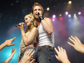 Young man and woman singing — Stock Photo