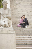 Young couple sightseeing on steps — Stock Photo