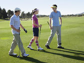 Young Golfers Walking on Course — Stockfoto