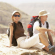Hiking couple sitting on mountain — Foto Stock