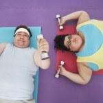 Man and woman lifting dumbbells — Stock Photo #33839183