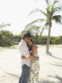 Couple Hugging on Beach — Stock Photo
