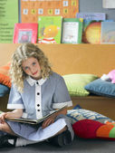 Girl Reading in Classroom — Stock Photo
