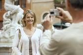 Man fotograferen partner — Stockfoto