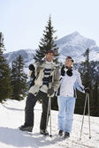 Skiing couple standing — Stockfoto