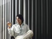 Man sitting with alcoholic drink — Stock Photo