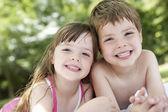 Boy and girl in backyard — Stock Photo