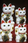 Chinese talisman cat figurines — Stock Photo