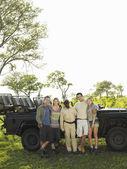 Turisti e guida safari — Foto Stock