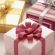 Wrapped Christmas presents — Stockfoto
