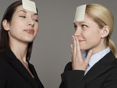Office workers with sticky notes — Stockfoto