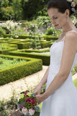 Bride in Formal Garden — Foto de Stock