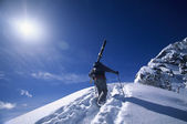 Skier hiking to mountain summit — Stock Photo