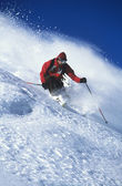 Man skiing on mountain slope — Foto Stock