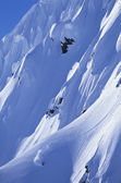 Skier on steep mountain slope — Foto Stock