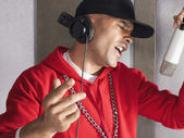 Man Singing in Studio — Stockfoto