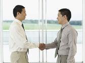 Businessmen standing Shaking Hands — Stock Photo