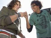Male friends bonding — Stockfoto