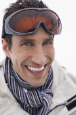 Man wearing ski goggles — ストック写真