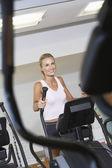 Frau, die sich fit halten — Stockfoto