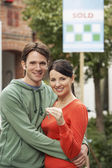 Couple in front of new home — Foto de Stock
