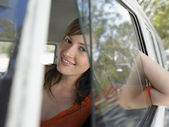 Woman looking through van window — Foto de Stock