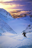 Skier on mountain slope — Foto Stock