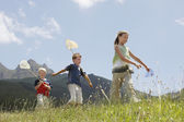 Kids Catching Bugs in Field — Stock Photo