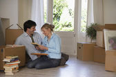 Couple sitting on floor at home — Stock Photo