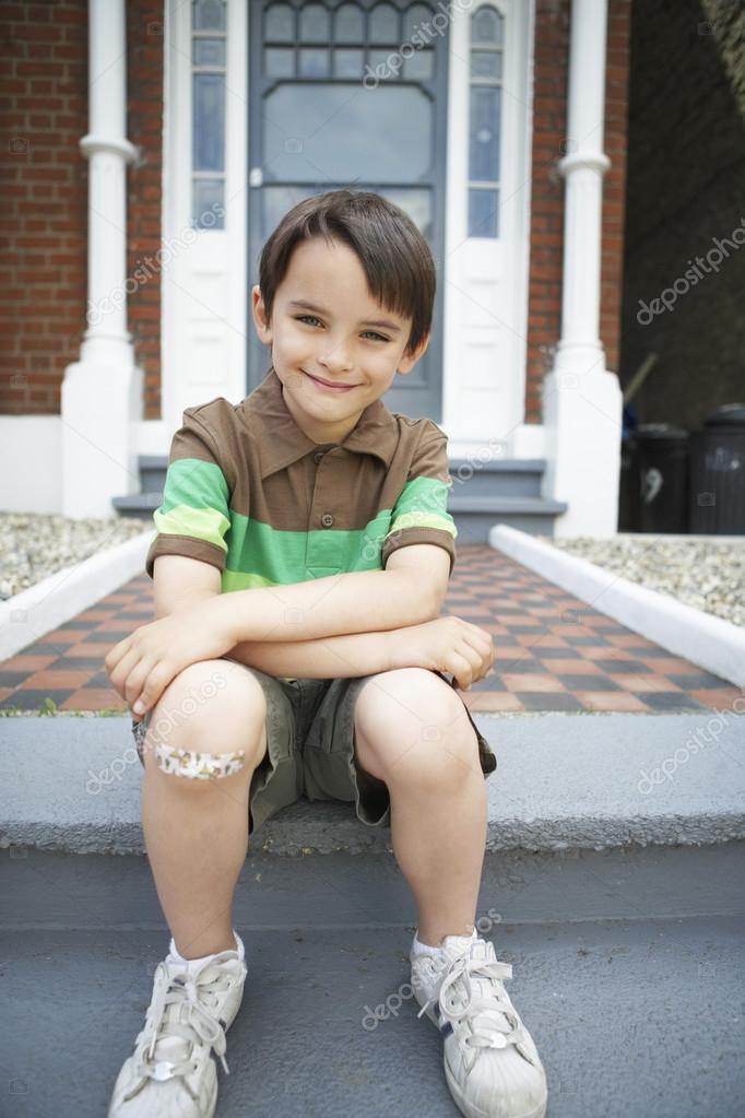 Ребенок на коленках фото